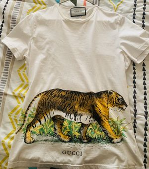 MENS GUCCI T SHIRT for Sale in Fayetteville, NC