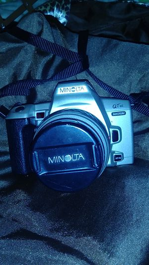 Minolta digital camera talkes the lil batteries thats all it needs shoot offer for Sale in Vancouver, WA