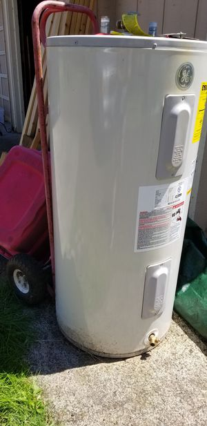 GE water heater.. it works fine just needed a bigger one. for Sale in Vancouver, WA