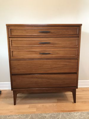 MCM 4 drawer dresser for Sale in Bothell, WA