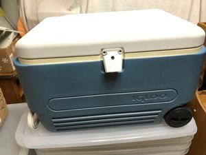 Igloo maxcold 60 cooler on wheels for Sale in Allison Park, PA