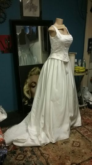 Wedding dress, size 12 Brand new, A real bargain for Sale in South Gate, CA