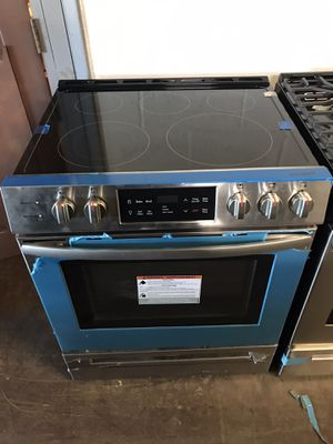 Slide In 30in electric stove stainless steel 6 months warranty for Sale in Baltimore, MD