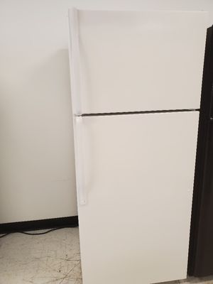 Whirpool top freezer refrigerator used in good condition with 90 day's warranty for Sale in Mount Rainier, MD