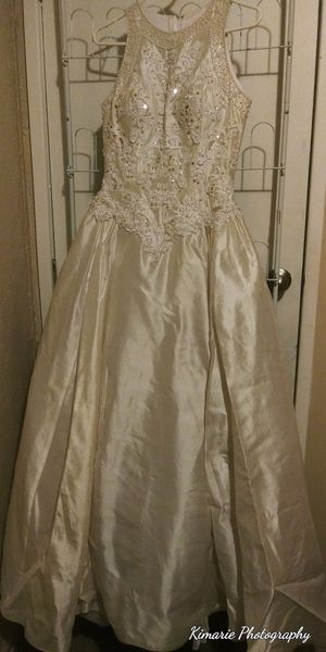 White wedding dress for Sale in Fruit Heights, UT