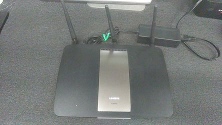 Linksys EA6900 wifi router AC1900 for Sale in Vancouver,  WA