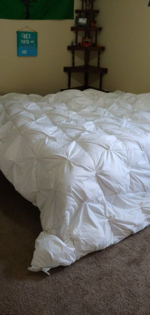 100% Goose Down King Size Comforter for Sale in Tacoma, WA