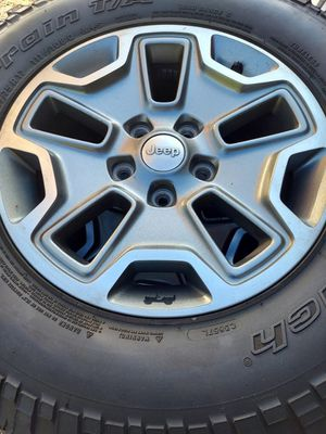 Jeep rubicon wheels and tires 5x5 lug pattern lt255/75/17 bfgoodrich mud-terrain $680 for Sale in Colton, CA