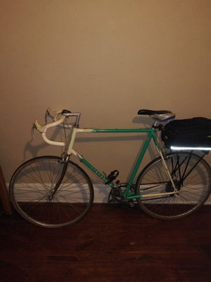 Road bike for Sale in Cleveland, OH