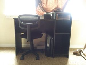 Computer desk and chair for Sale in Greensboro, NC