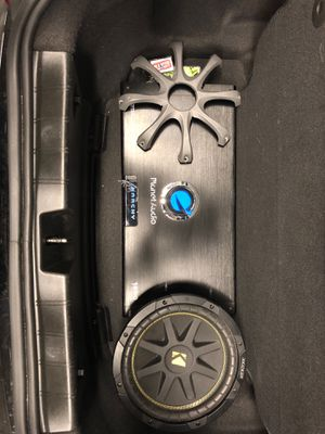 1800 W - 5 Channel Amp and 10in Kicker Sub for Sale in Los Angeles, CA