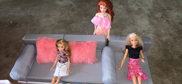 American doll sofa set with 3 Barbies