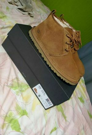 MENS UGGS NEUMEL SIZE 9 for Sale in Revere, MA