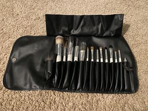VANITY PLANET MAKEUP BRUSHES WITH CASE for Sale in Auburn, WA