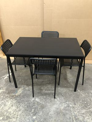 Dining Table with 4 chairs for Sale in Oakland Park, FL