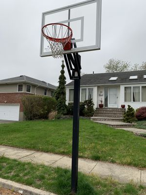 Basketball hoop and post. Like new. for Sale in Bethpage, NY