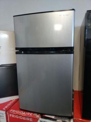 Mini fridge with freezer for Sale in Modesto, CA