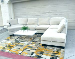 Nice cream 3pcs sectional sofa • Great condition for Sale in Las Vegas, NV
