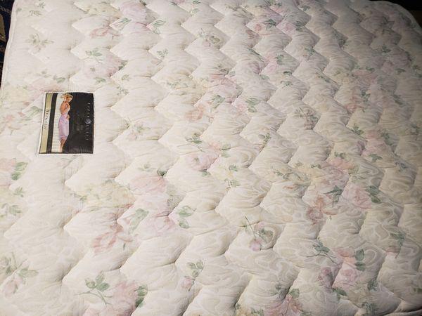 Queen Pillowtop Mattress Simmons Beautyrest/ Box Spring Optional