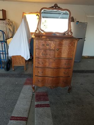 All wood oak vintage 5 drawer dresser with mirror for Sale in Selma, CA