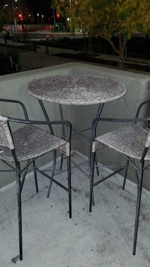 Outdoor table and chairs for Sale in Campbell, CA