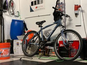 Bicicleta de montaña rodada 26 for Sale in Santa Ana, CA