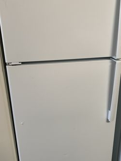 Ge Top Freezer Refrigerator for Sale in Gilroy,  CA