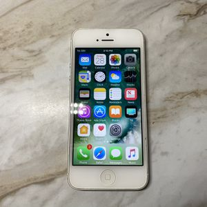 iPhone 5 16GB Unlocked (Silver) for Sale in Vancouver, WA