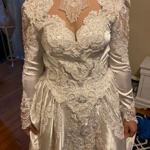 Wedding Dress Size 6 for Sale in Orlando, FL