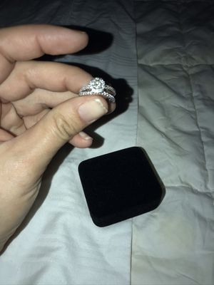 1 1/2 karat total with engagement ring and wedding band for Sale in Oxford, GA