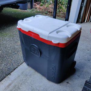 Igloo 28 Quart Rolling Cooler for Sale in Bonney Lake, WA