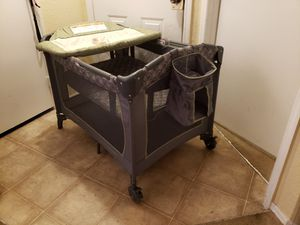 BABY TREND PACK N PLAY WITH CHANGING TABLE (cuna/corral) for Sale in Kissimmee, FL