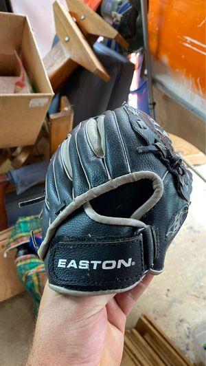 Baseball mitt for Sale in Washougal, WA