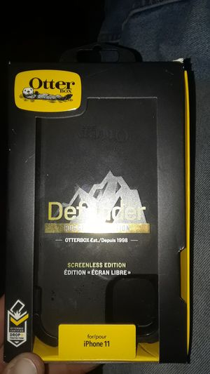Defender other box for iphone11 with belt clip for Sale in RAISINVL Township, MI