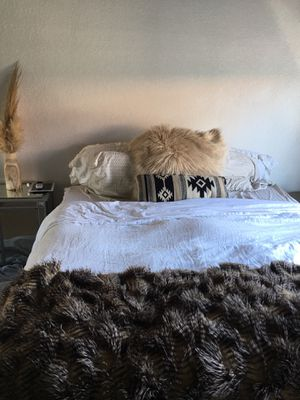 Large Fur Throw Blanket for Sale in Redondo Beach, CA