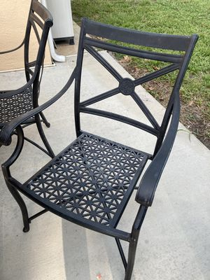 Patio table and 5 chairs for Sale in St. Petersburg, FL