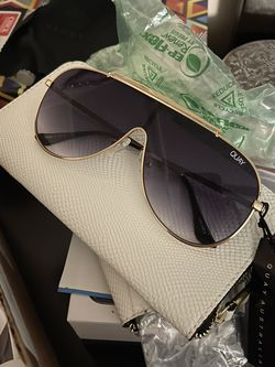 Quay Aviator Sunglasses for Sale in Walls,  MS