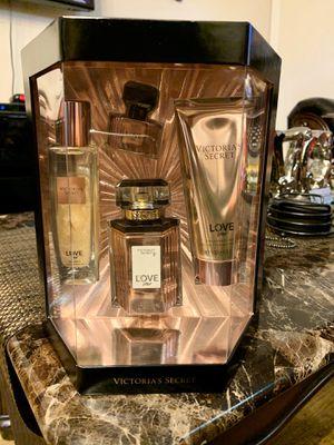 Victoria Secret LOVE STAR Gift Set 🌟🌟🌟🌟 for Sale in Los Angeles, CA
