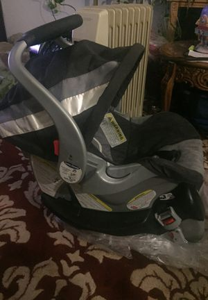 Baby trend infant car seat Flexin lock Gray blue and white for Sale in Germantown, MD