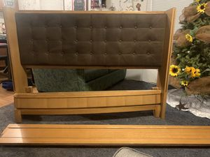 Queen bed frame for Sale in Donna, TX