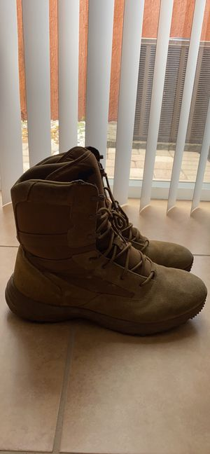 Men's size 12 work boots for Sale in Hialeah, FL