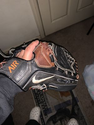 Nike outfield baseball glove for Sale in Dallas, TX
