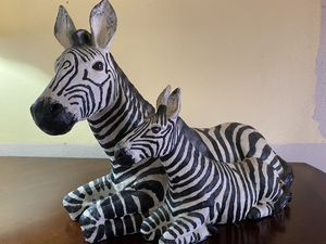 LOVELY MOMMA ZEBRA AND BABY DECOR for Sale in Miami, FL