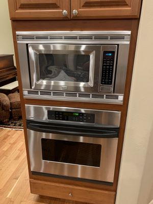 Kenmore Elite microwave and oven for Sale in Eagle, ID