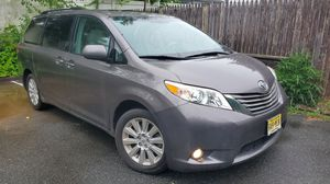 2011 Toyota siena for Sale in Paterson, NJ