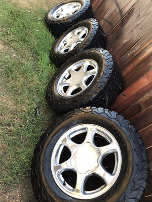 17ss tires for Sale in Cutler, CA