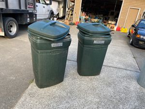 2 RUBBERMAID Garbage cans.15 $ firm each for Sale in Everett, WA