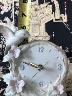 Clock Humming bird Vintage As Is Chip On The Wing. Collectible Pick Up Lomita 90717 for Sale in Lomita,  CA