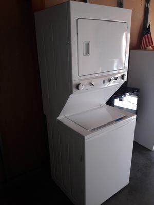 Kenmore stackable washer and gas dryer 2018 model like new $575 cash pick up in Northridge 91324 for Sale in Los Angeles, CA