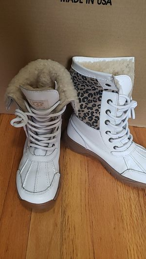 Ugg winter boot sized 3 for Sale in The Bronx, NY